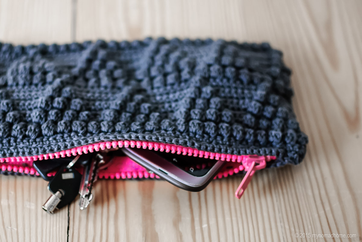 Clutch in bobble stitch / Kopertówka w szydełkowe bąbelki